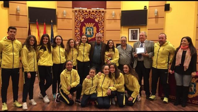 Homenaje a las campeonas infantiles de voleibol